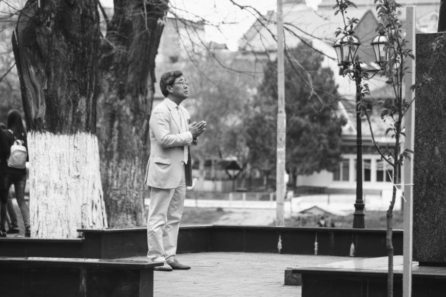В Ужгороді на Православній набережній та проспекті Свободи дипломат із Японії посадив сакури: фоторепортаж, фото-6