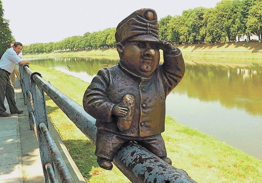 В Одесі вандали украли міні-скульптурку солдата Швейка, встановленого ужгородцями: фото, фото-5
