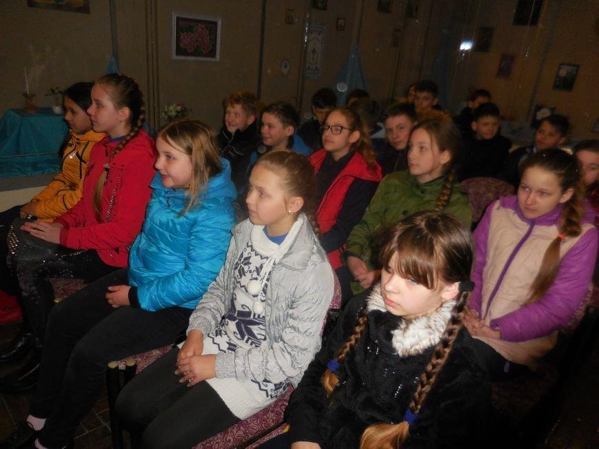 Учні ЗОШ №3 потрапили у віртуальну подорож «Із Заходу на Схід», фото-1