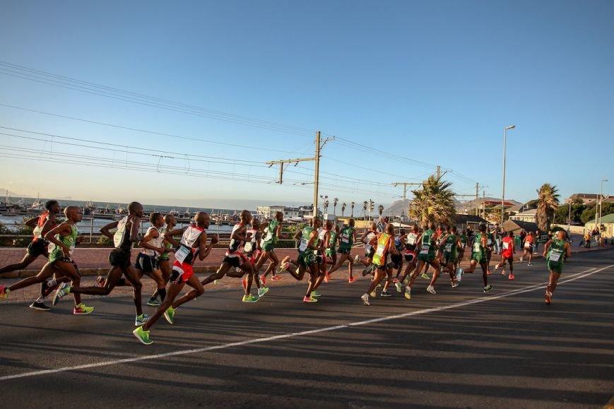 """""""Поднимаю голову, а надо мной мелькают чужие пятки"""". Новополочанка Марина Доманцевич выиграла 56-километровый марафон в Африке, фото-3"""