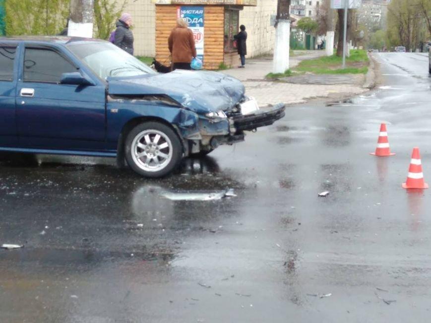 Вблизи автовокзала в Мариуполе столкнулись два авто (ФОТО), фото-2