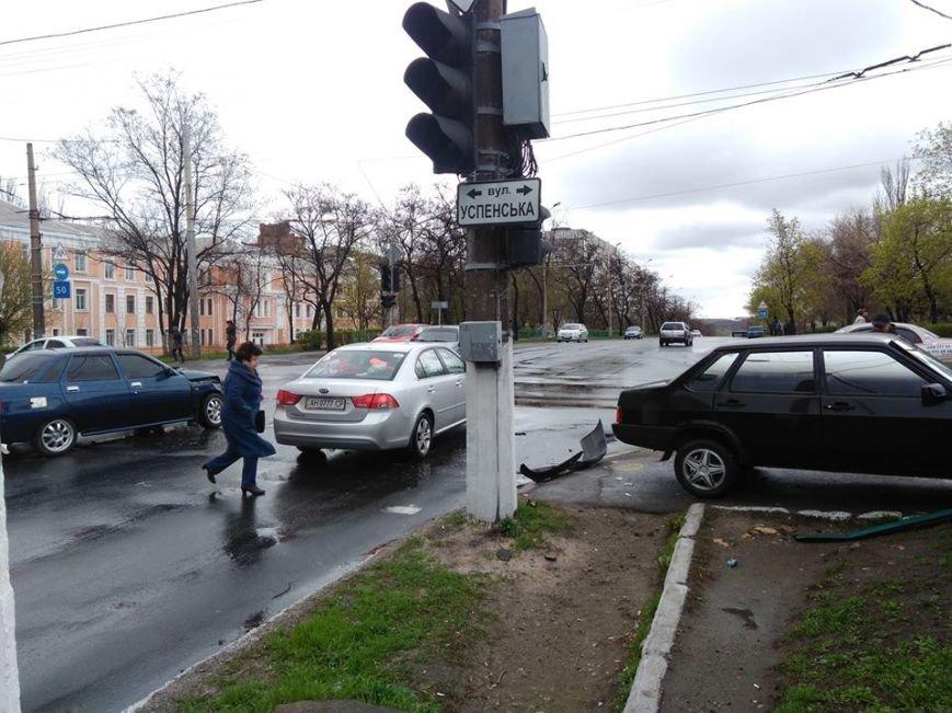 Вблизи автовокзала в Мариуполе столкнулись два авто (ФОТО), фото-3