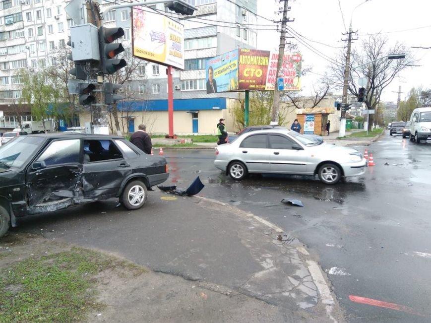 Вблизи автовокзала в Мариуполе столкнулись два авто (ФОТО), фото-4