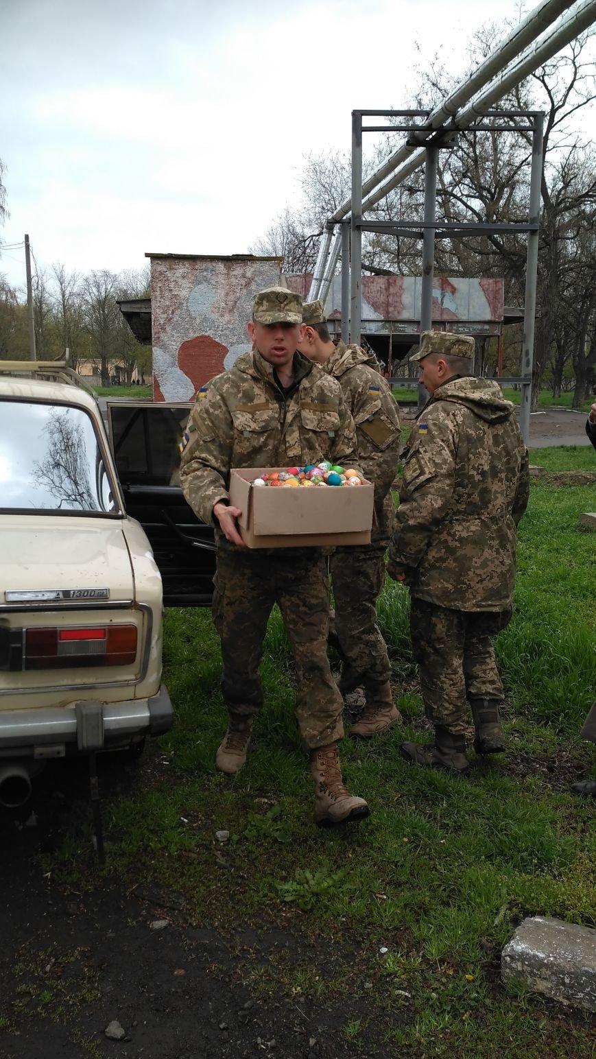 Мелитопольских солдат поздравлял священнослужитель, фото-1