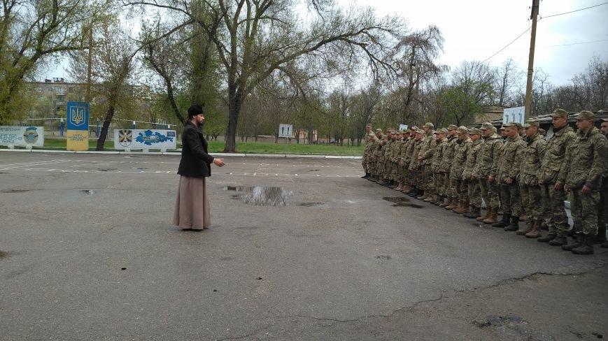 Мелитопольских солдат поздравлял священнослужитель, фото-2