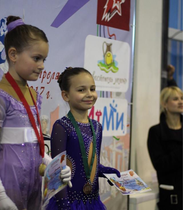 Ялтинские  фигуристки завоевали серебро и бронзу  на Севастопольском турнире, фото-3