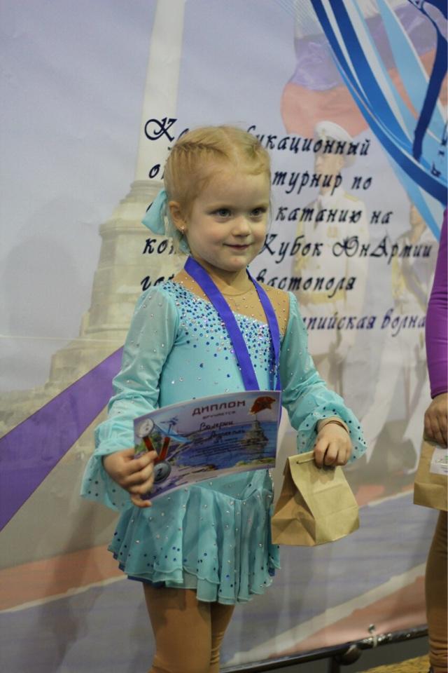 Ялтинские  фигуристки завоевали серебро и бронзу  на Севастопольском турнире, фото-2