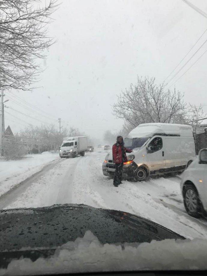 Дніпро і Харківщину замело снігом: рух транспорту обмежено, школи закривають, фото-2