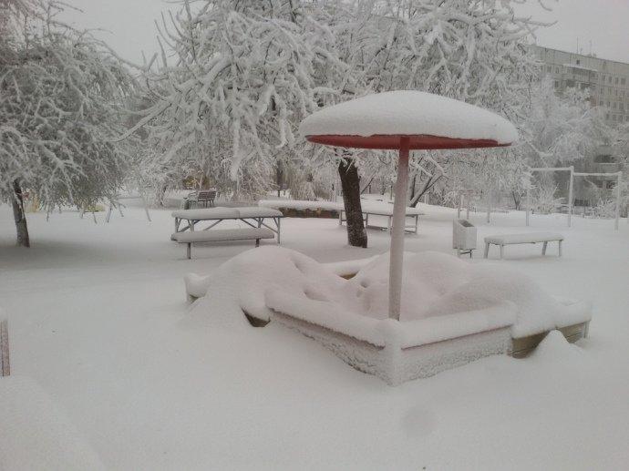 Дніпро і Харківщину замело снігом: рух транспорту обмежено, школи закривають, фото-4