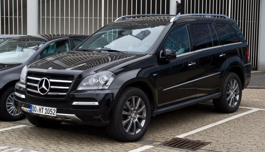 Mercedes-Benz_GL_350_CDI_4MATIC_BlueEFFICIENCY_Grand_Edition_(X_164,_Facelift)_–_Frontansicht,_17._März_2012,_Ratingen