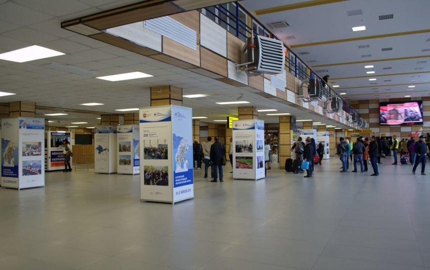 В аэропорту «Симферополь» открылась фотовыставка, посвященная развитию Крыма (ФОТО), фото-1