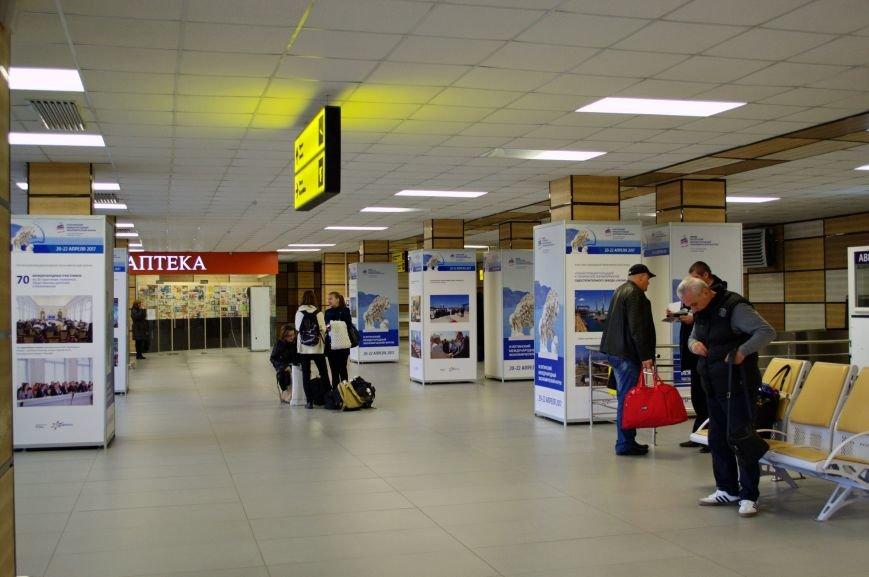 В аэропорту «Симферополь» открылась фотовыставка, посвященная развитию Крыма (ФОТО), фото-2
