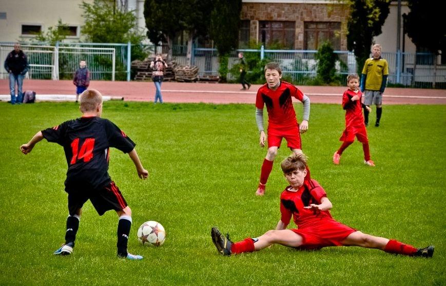 Три победы у юных ялтинских футболистов, фото-1
