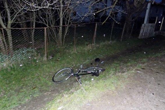 """У Колочаві п'яний водій на """"Мерседесі"""" збив 57-річного велосипедиста і залишив його на дорозі: фото, фото-1"""