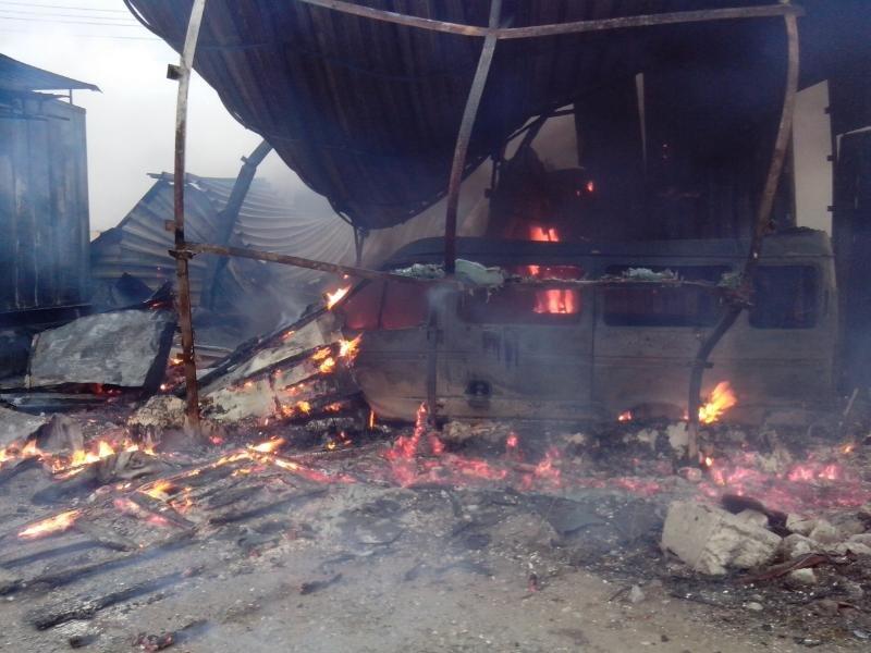 В Бахмутском районе сгорела СТО с автомобилями (ФОТО), фото-3