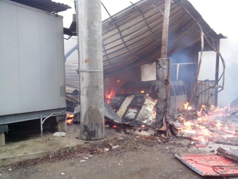 В Бахмутском районе сгорела СТО с автомобилями (ФОТО), фото-1