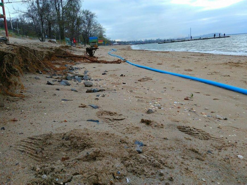 Штормовой ветер показал, что скрывалось под песком мариупольского пляжа (ФОТО), фото-1
