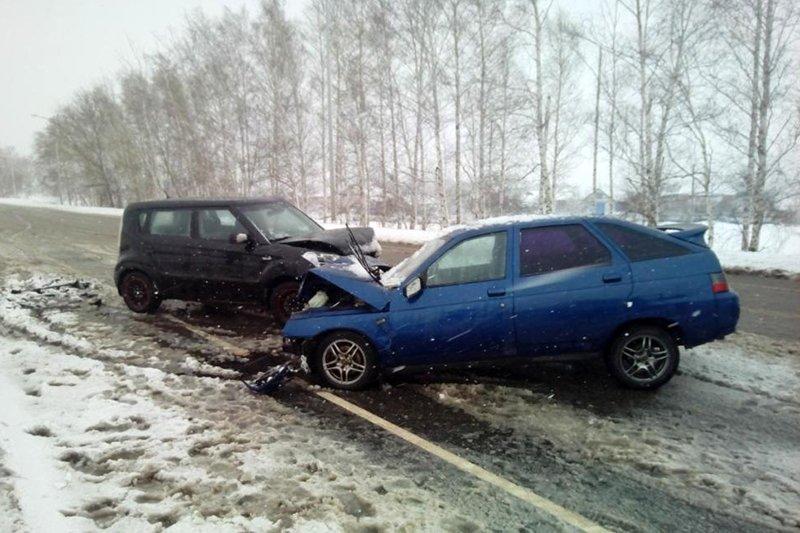 Занос на скользкой дороге стал причиной двух ДТП под Шебекино, фото-1