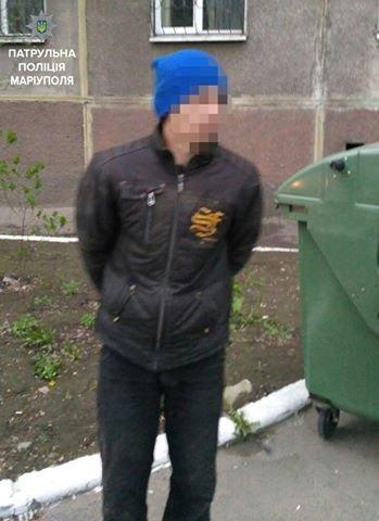 В Мариуполе поймали мужчину, который сливал бензин с автомобилей (ФОТО), фото-1