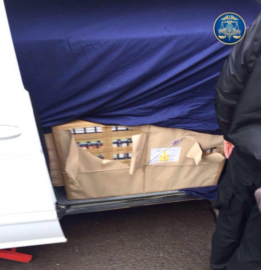 Як на Закарпатті СБУ та митники затримували дипломата з Монголії, який віз в Австрію цигарки на 200 тисяч гривень: відео, фото-3