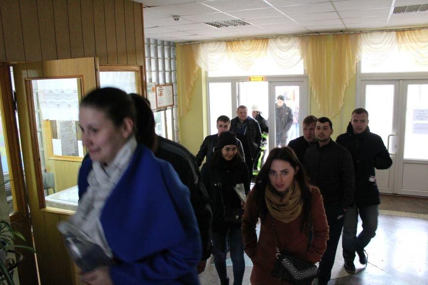 """Вогнеборці рятували студентів від """"пожежі"""" у гуртожитку (ФОТО), фото-4"""