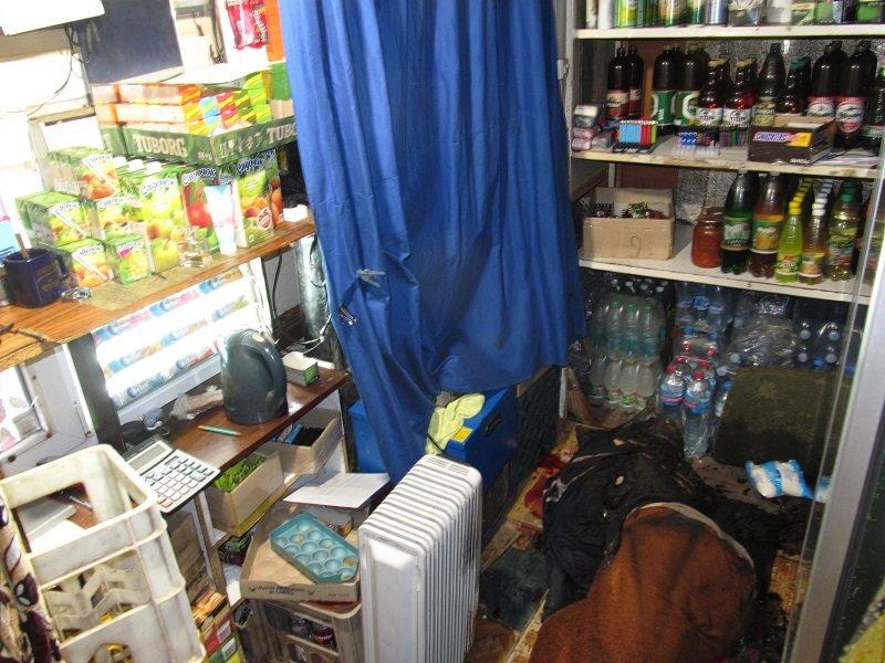 Мужчина убил, а после пытался подпалить продавщицу киоска, фото-1