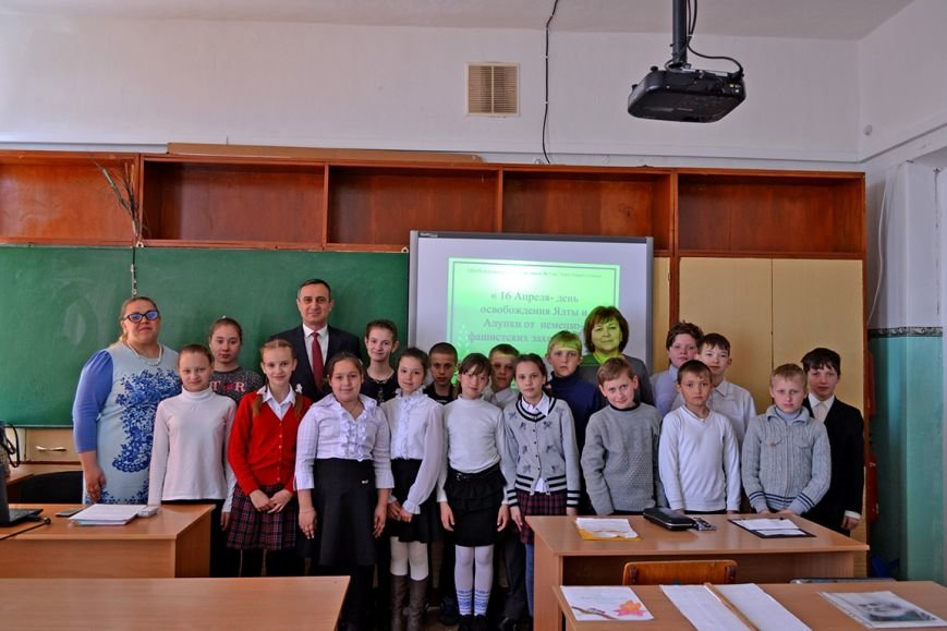 В первой Алупкинской школе прошел урок, посвященный дню освобождения Ялты от немецко-фашистских захватчиков, фото-4