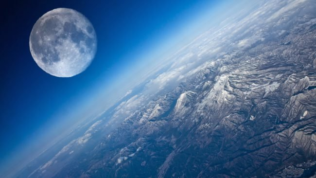The-Earth-And-the-Moon-650x366