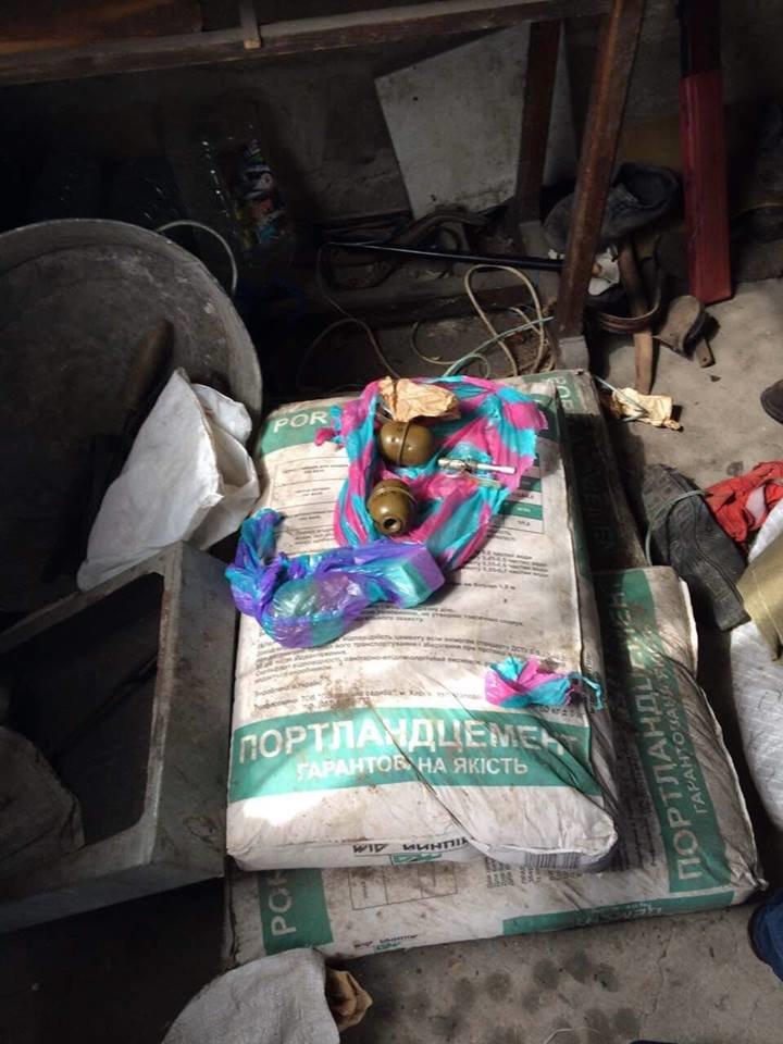В доме харьковчанина нашли несколько гранат и боеприпасы (ФОТО), фото-1