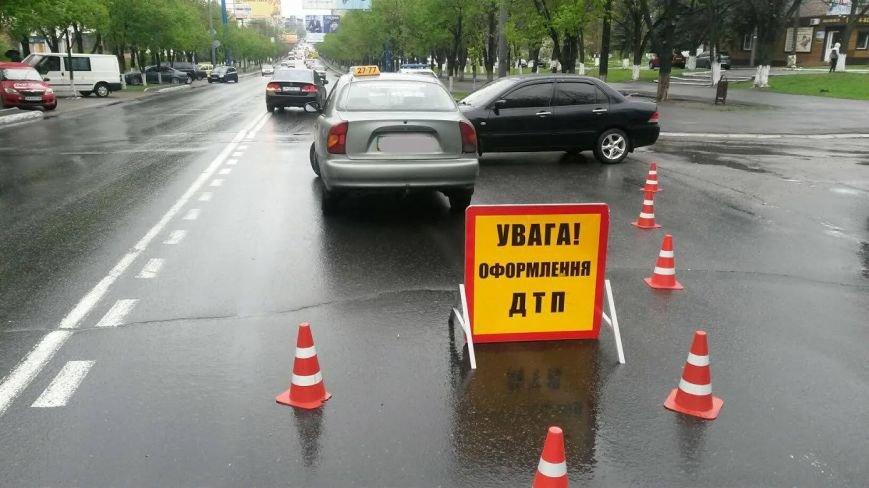 В центре Мариуполя дорогу не поделили «Дэо Ланос» и «Мицубиси» (ФОТО), фото-5