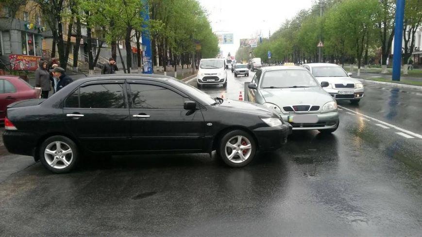 В центре Мариуполя дорогу не поделили «Дэо Ланос» и «Мицубиси» (ФОТО), фото-3