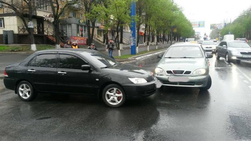 В центре Мариуполя дорогу не поделили «Дэо Ланос» и «Мицубиси» (ФОТО), фото-4