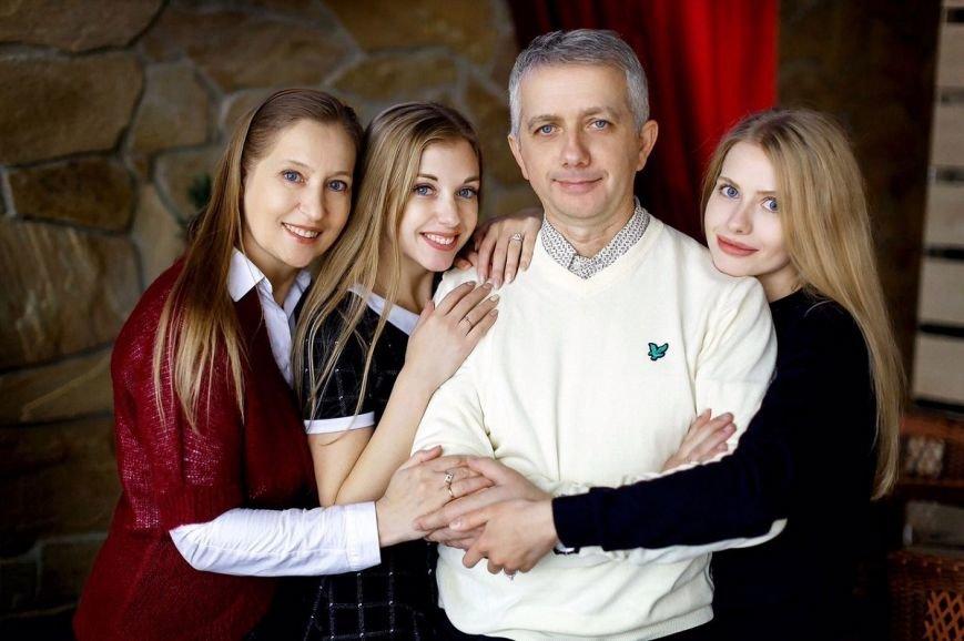 «Я - голова, жена – шея». Семья Осадчих рассказала, как спустя 32 года совместной жизни смотреть друг на друга с любовью, фото-3