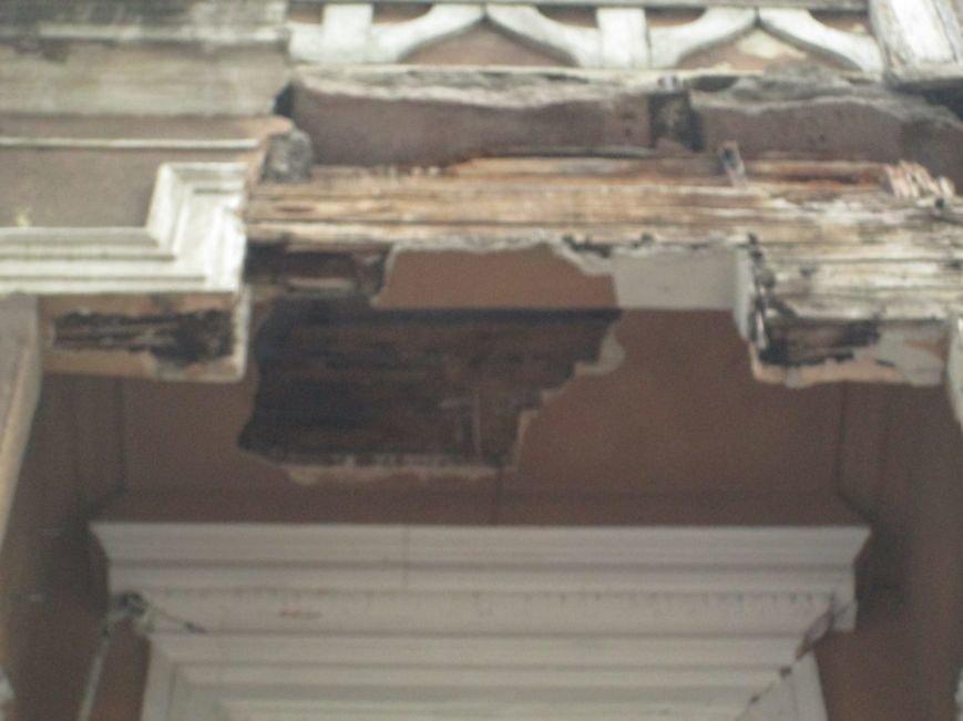 Одесса: На центральной улице прохожим угрожает опасный балкон (ФОТО), фото-4