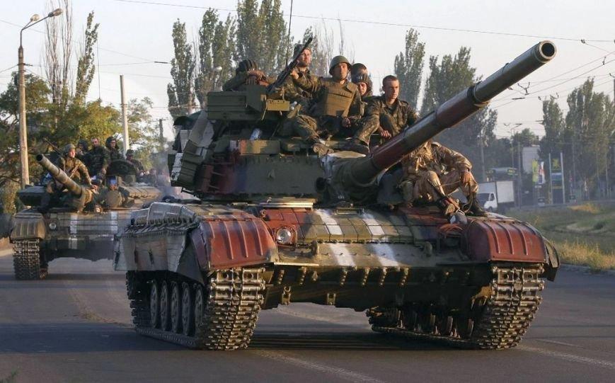 Бойцы 23-го тербатальона «Хортица» на броне танков 17-й бригады
