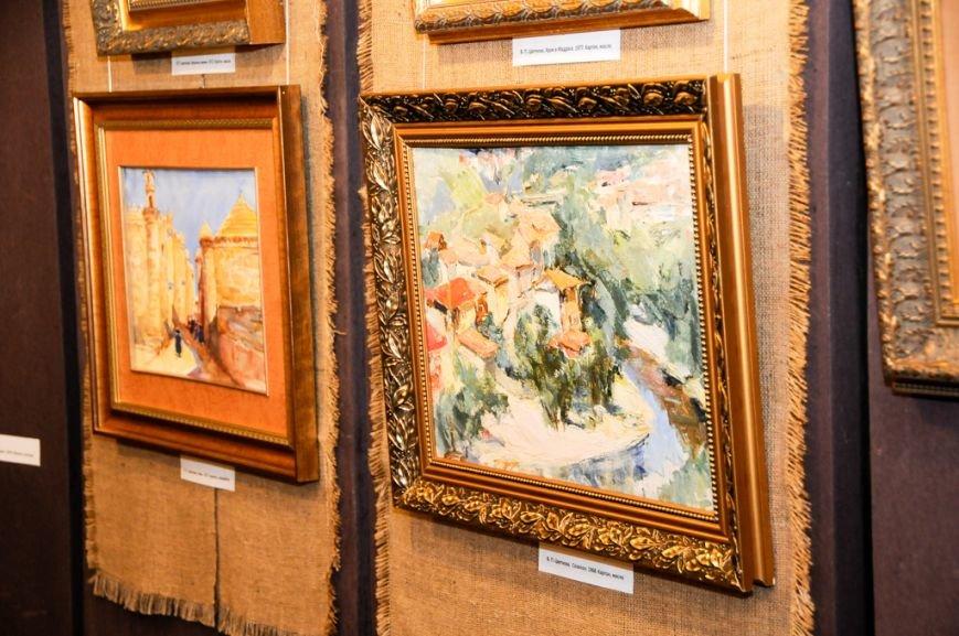 В Ялте открылась выставка Валентины Цветковой (2)