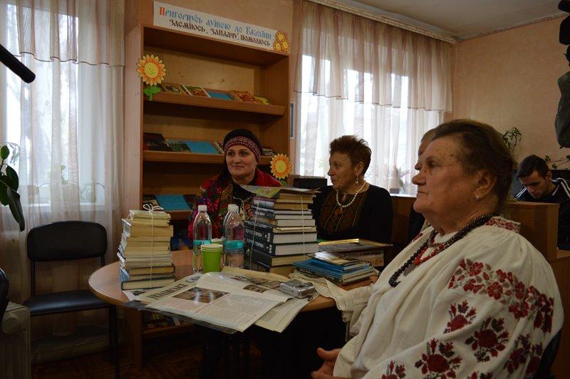 Руководство Покровского отдела полиции отметило благодарственными письмами местных активистов, фото-2