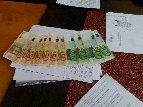 Як мешканка Чопа давала 700 євро хабара старшому лейтенанту поліції: фото, фото-1