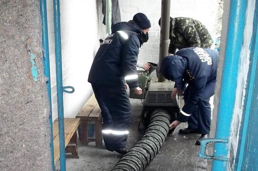 Как в Днепропетровской области спасатели обогревают дом-интернат для престарелых, фото-1