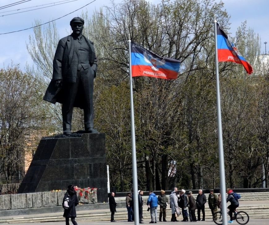 В Донецке к памятнику Ленину на день рождения вождя не пришло и двадцати человек (ФОТО), фото-1