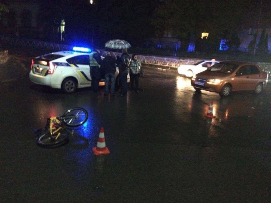 В Ужгороді на Собранецькій авто збило дитину на велосипеді: фото, фото-3