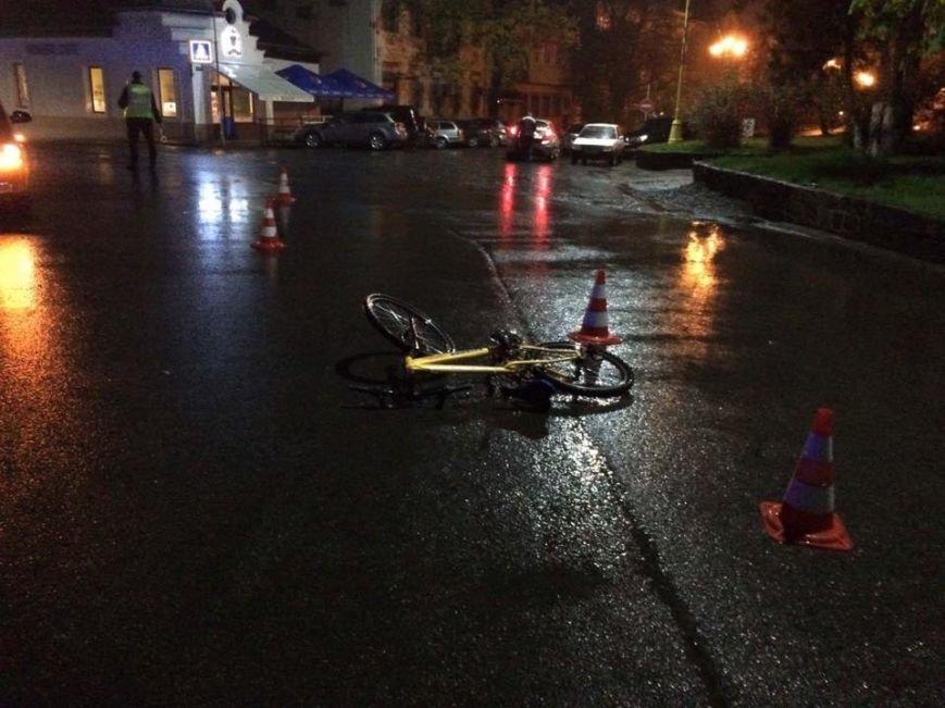 В Ужгороді на Собранецькій авто збило дитину на велосипеді: фото, фото-1