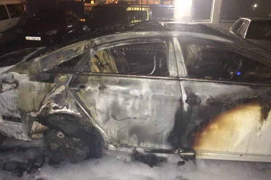 В Харькове на автостоянке сгорели три иномарки (ФОТО), фото-3