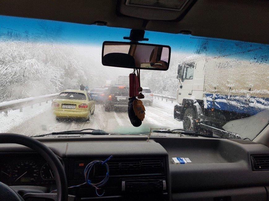 """А снег идет: на Грушевском перевале встали фуры, на Ангарском - """"тянучка"""" (ФОТО), фото-4"""