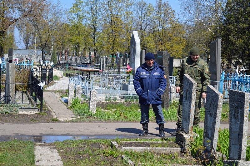 Нынешние поминальные дни в Покровске и районе прошли организованно и спокойно, фото-4