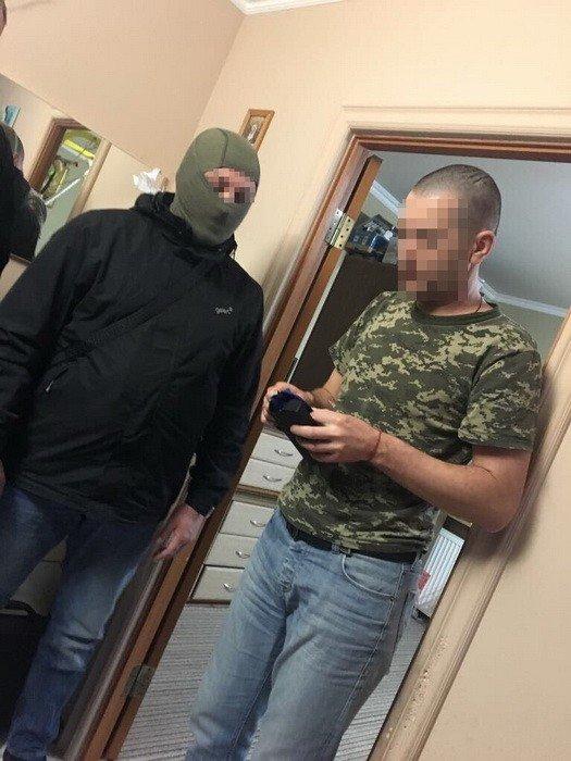 50 доларів за ящик цигарок: на Закарпатті СБУ затримала прикордонників, які пропускали контрабанду - фото, фото-1