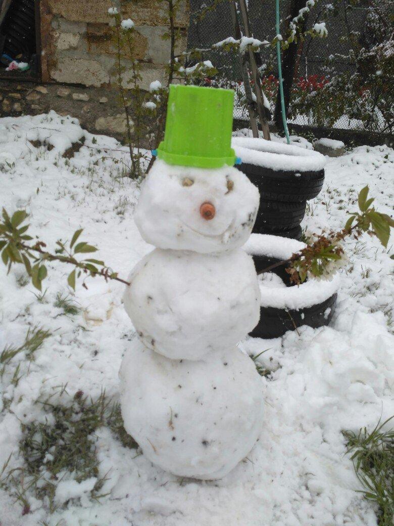 Крымчане в соцсетях хвастают апрельскими снеговиками (ФОТОФАКТ), фото-2