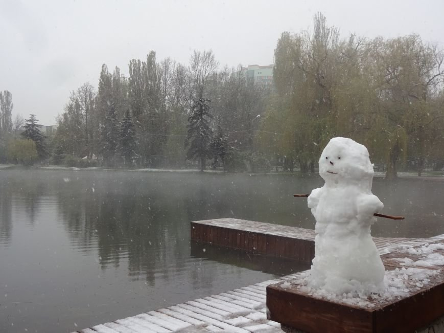 Крымчане в соцсетях хвастают апрельскими снеговиками (ФОТОФАКТ), фото-5