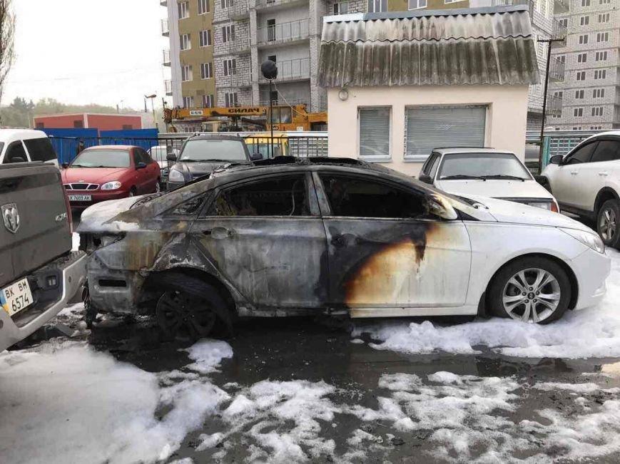 Пожар на харьковской автостоянке: полиция начала расследование возгорания трех иномарок (ФОТО), фото-3