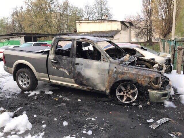 Пожар на харьковской автостоянке: полиция начала расследование возгорания трех иномарок (ФОТО), фото-2